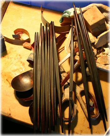 作業中の箸