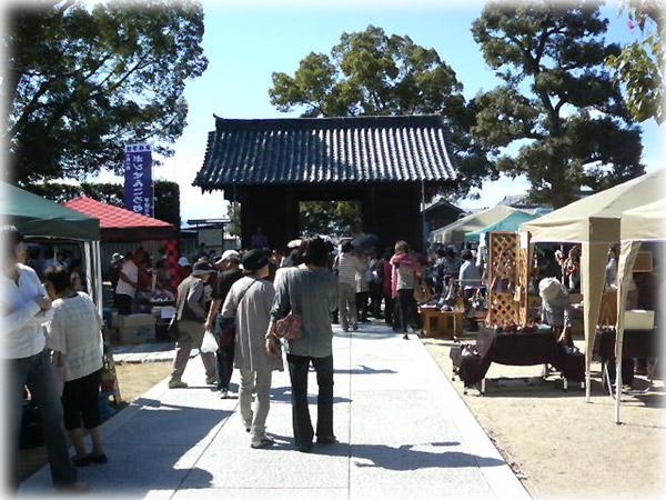 本山寺の「ひだまり市」1