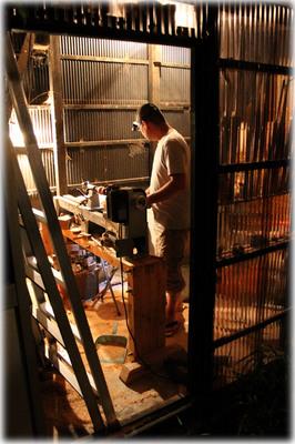 夜の木工場2