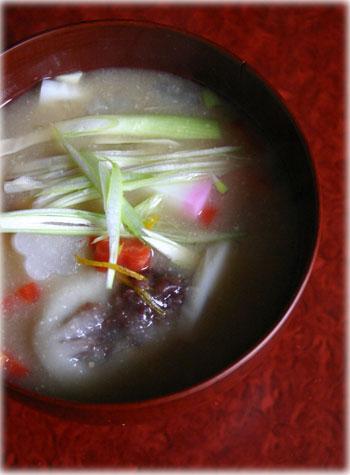 香川県のお雑煮、餡入り餅の雑煮
