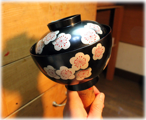 梅の花の蓋付き椀 黒1
