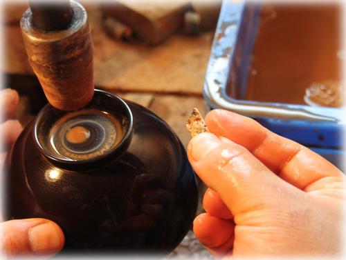 国産漆のお椀 中塗り前の研磨 伊予砥石