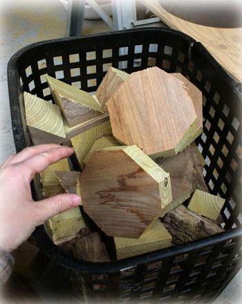 ウルシの木の端材