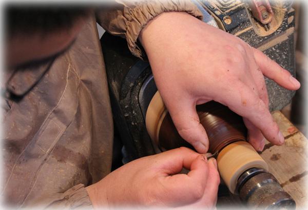 木工旋盤での研磨1
