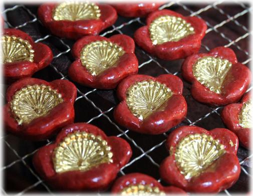 梅の花の箸置 朱漆 金