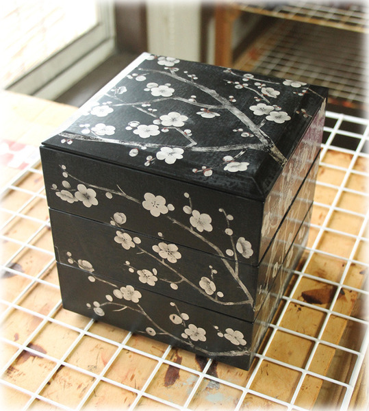 和うるし工房あい  宮崎佐和子 梅の花の重箱 三段重 香川県 製作中