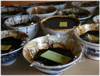 3/4いろんな日本産漆の入った茶碗