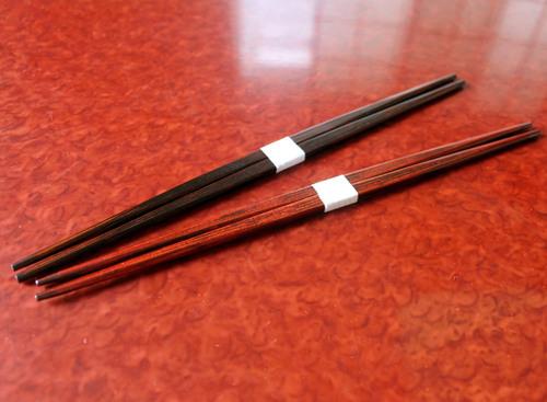 吉野杉利休形すりうるし箸 黒と朱